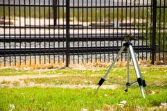 Um mecanismo da irrigação na grama no depósito de Kelso Fotos de Stock