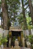 Um memorial no cemitério budista antigo de Okunoin em Koyasan, Japa Fotos de Stock Royalty Free