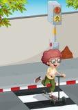 Um menino com um 'trotinette' que cruza a pista pedestre ilustração do vetor