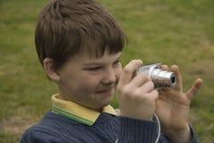 um menino com uma câmera Imagem de Stock