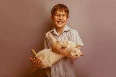 Um menino de 10 anos de aparência europeia com Imagem de Stock Royalty Free