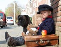 Um menino e seu cão Fotos de Stock Royalty Free