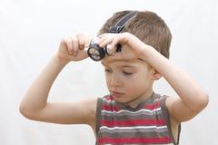 Um menino e uma lâmpada do capacete. Foto de Stock Royalty Free