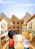 Um menino e uma menina com um livro vazio que falam perto das barras de bar Imagem de Stock Royalty Free