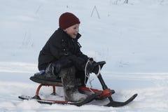 Um menino no sledge Imagem de Stock