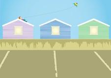 um menino que joga o papagaio no telhado Imagem de Stock Royalty Free
