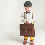 Um menino tímido pronto para a escola Imagem de Stock