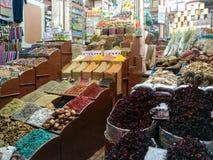 Um mercado na cidade Egito de Luxor, algum wa raro desconhecido foto de stock royalty free