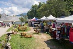 Um mercado na vila do farelo imagem de stock