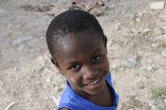 Um miúdo haitiano. imagem de stock