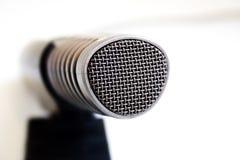 Um microfone Imagens de Stock Royalty Free