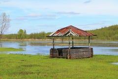 Um miradouro velho na água Fotografia de Stock Royalty Free