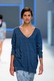 Um modelo anda a pista de decolagem para a coleção de Lebor Gabala nas 080 semanas de moda 2015 de Barcelona Imagem de Stock