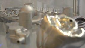 Um modelo criado em um close-up da máquina da aglomeração do laser