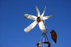 Um moinho de vento pequeno do estanho Fotos de Stock Royalty Free