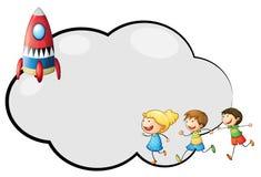 Um molde vazio da nuvem com crianças e um foguete Imagem de Stock Royalty Free