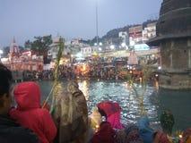 Um momento auspicioso da religião hindu capturado perfeitamente Imagens de Stock