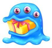 Um monstro com um presente em sua boca Fotos de Stock
