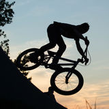Um motociclista no por do sol Foto de Stock Royalty Free