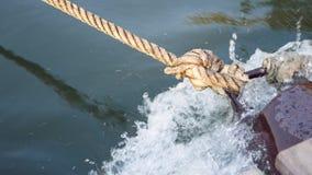 Um nó de uma corda vídeos de arquivo