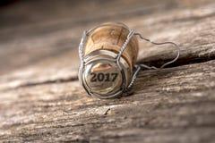 um número de 2017 anos na cortiça da garrafa de vinho Foto de Stock Royalty Free