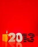 Um número de madeira de 2013 anos com uma vela ardente Fotos de Stock Royalty Free
