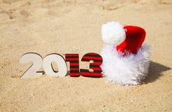 Um número de madeira de 2013 anos e um chapéu de Santa Fotografia de Stock
