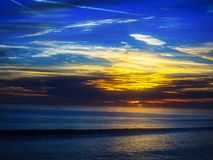 Um nascer do sol com cores múltiplas Imagens de Stock Royalty Free