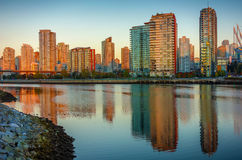 Um nascer do sol dourado em Vancôver, Columbia Britânica, Canadá Imagem de Stock