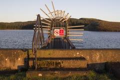 Um nascer do sol do inverno no reservatório foto de stock