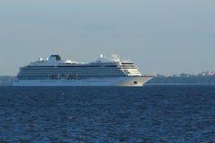 Um navio de cruzeiros imagem de stock royalty free