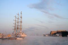 Um navio de navigação Imagens de Stock