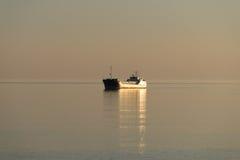 Um navio solitário Imagens de Stock Royalty Free