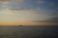 Um navio solitário Fotos de Stock Royalty Free