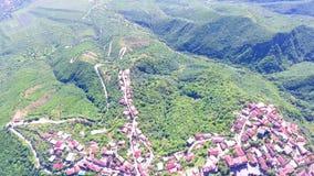 Um o lugar o mais famoso em Geórgia - vista superior do monastério de Jvari ao riger de Aragvi e de Mtikvari e ao capital antigo video estoque