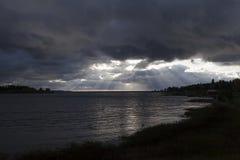 Um oceano e um céu que o esteja abrindo auto Fotografia de Stock Royalty Free