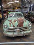 Um oldtimer dos anos 50 em um museu imagem de stock royalty free