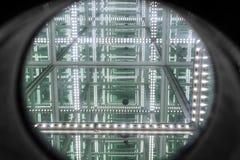 Um olhar através do espelho do diodo emissor de luz com o infinito abstrato com profundidade alta Imagem de Stock Royalty Free