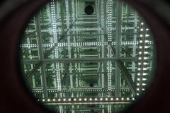 Um olhar através do espelho do diodo emissor de luz de infinito abstrato com profundidade alta Imagens de Stock