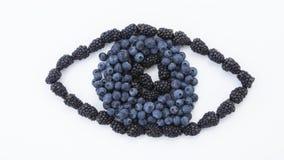 Um olho criou fora do fruto fresco foto de stock