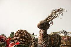 Um ornamento de madeira da rena e do pinho fotografia de stock royalty free