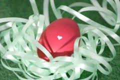 Um ovo da páscoa lovingly decorado foto de stock royalty free