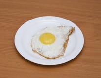Um ovo fritado Imagem de Stock