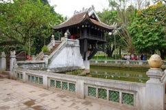 Um pagode da coluna em Hanoi, Vietname Fotografia de Stock