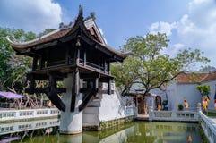 Um pagode da coluna, templo budista reconstruído em Hanoi imagens de stock