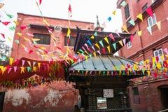 Um pagode pequeno, decorado com bandeiras coloridas o 25 de março de 2018 Imagens de Stock Royalty Free