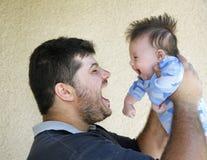 Um pai considerável com filho Foto de Stock Royalty Free