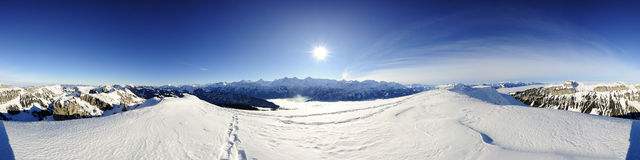 um panorama de 360 graus de montanhas suíças Fotografia de Stock Royalty Free