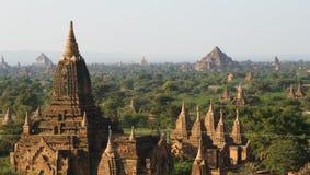 Um panorama de templos bagan Imagens de Stock