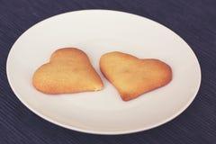 Um par corações do biscoito Imagens de Stock